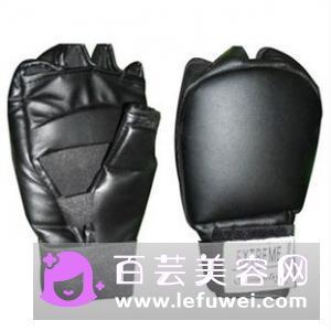 怎么选择拳击沙袋 空手打还是带手套打好