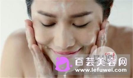 冬天用冷水洗脸会怎样 怎么正确洗